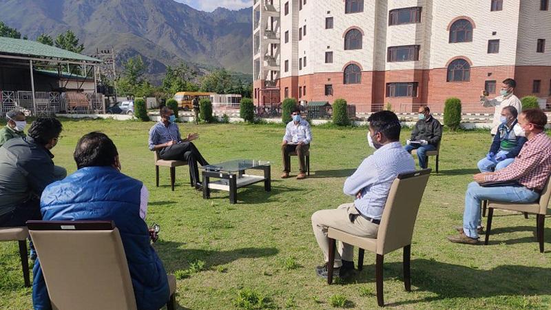 DC Srinagar Dr Shahid Iqbal Choudhary during meeting with quarantined people.