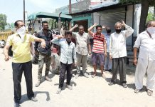 Farmers protesting in Kathua on Wednesday —Excelsior/Pardeep