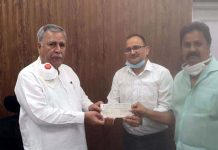 Chairman CCBL Parveen Kumar Sharma along with Director CCBL Sumant Singh Jamwal presenting cheque to Advisor Farooq Khan.