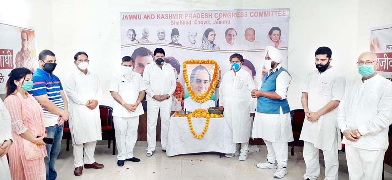 Senior Cong leaders led by Raman Bhalla paying floral tributes to former PM, Rajiv Gandhi in Jammu.