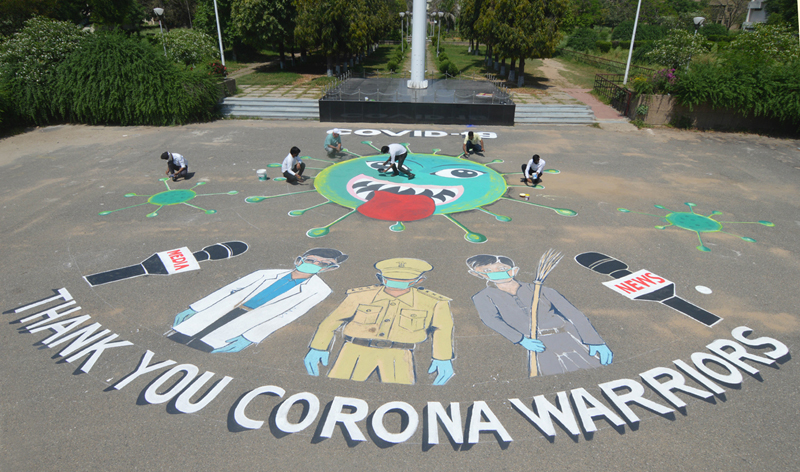 Music and Fine Arts students used novel way to extend gratitude to Corona warriors in Jammu on Thursday. —Excelsior/Rakesh