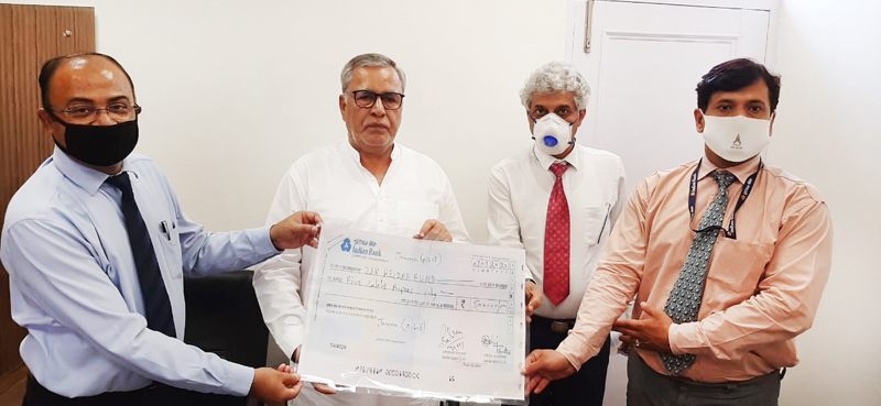 Indian Bank CEO Padmaja Chandru along with other bank officers giving demand draft of Rs 5 lakh to Farooq Khan, Advisor to J&K LG.