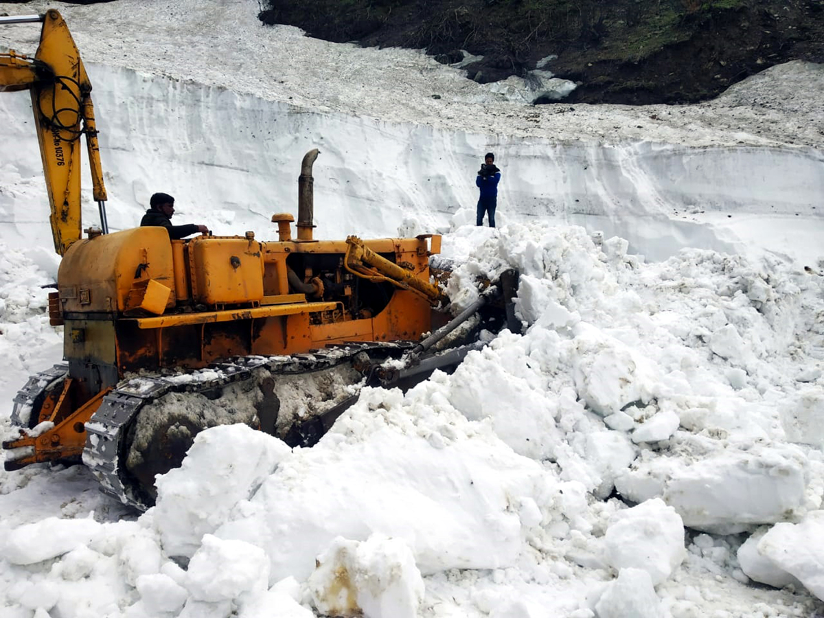 Snow clearance work in progress at Chhattergalla Pass on Bhaderwah- Bani- Basohli road. -Excelsior/Tilak Raj