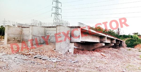 An under construction bridge on Samba-Sumb road. —Excelsior/Gautam