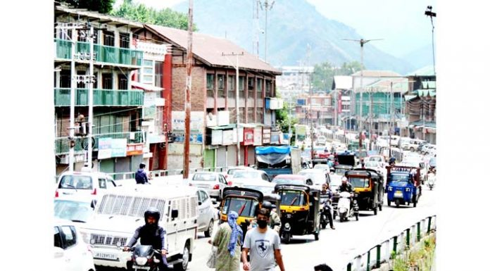 Moderate number of private vehicles and auto rickshaws were seen plying at Budshah Chowk road in Srinagar on Monday.(UNI)