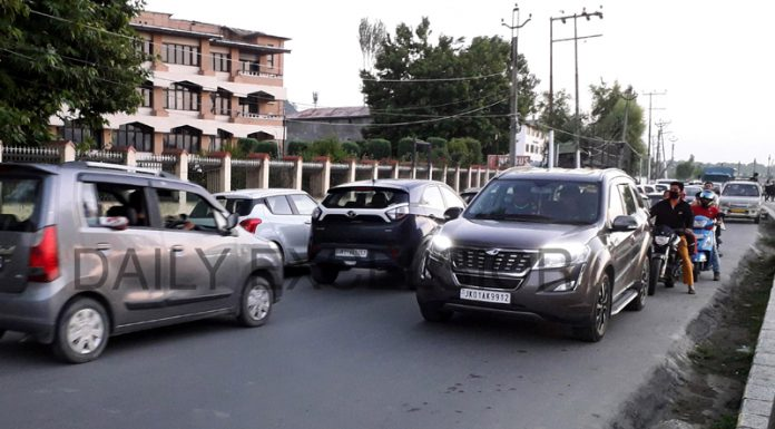 Traffic moves normally in Srinagar on Sunday. -Excelsior/Shakeel