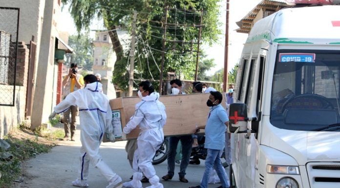 A Corona positive patient who died at SMHS hospital in Srinagar being taken for burial on Thursday. —Excelsior/Shakeel