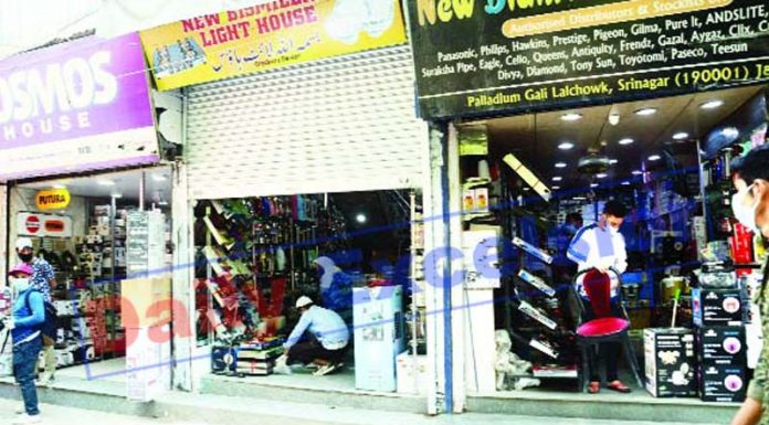 Shops open amid lockdown in Srinagar on Monday. -Excelsior/Shakeel