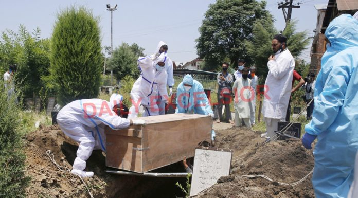 A female COVID victim being buried in Srinagar on Saturday. — Excelsior/Shakeel