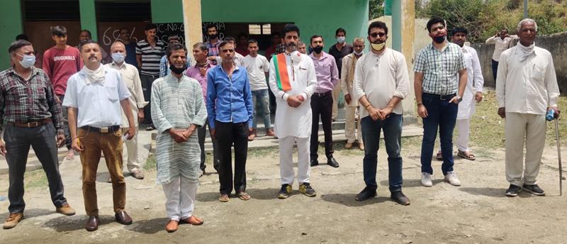 BJP senior leader Arun Sharma during a meeting in Kandi belt of Samba on Monday. —Excelsior/Badyal