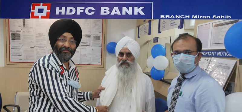 Mahant Manjit Singh Ji along with others at inaugural ceremony of HDFC Bank branch in Miran Sahib.