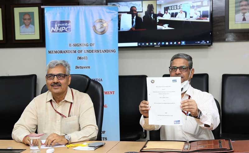 AK Singh (Left) CMD, NHPC alongwith VK Maini, Executive Director (SBD & C), NHPC during the e-signing of MoU.