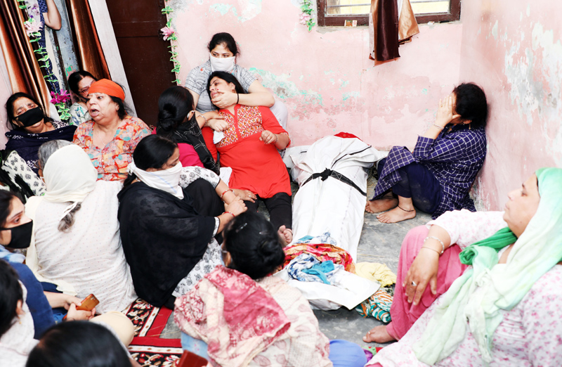 Family members of Sarpanch, Ajay Pandita wailing as his body reached his Subash Nagar residence on Tuesday. -Excelsior/Rakesh