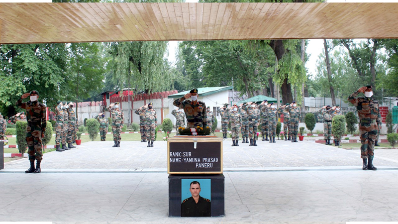 Tributes being paid to martyr Yamuna Prasad by Army officers and jawans at Srinagar.