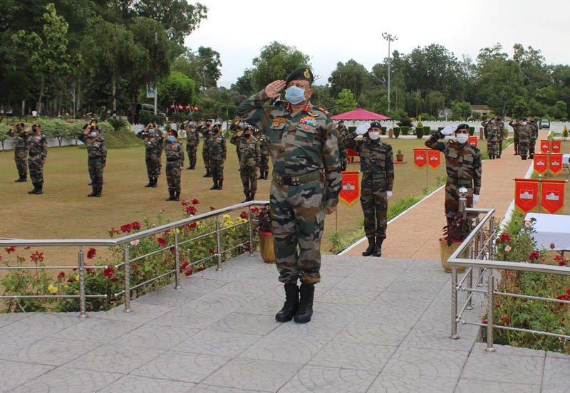 GOC White Knight Corps, Lt Gen Harsha Gupta paying tributes to martyrs at 'Ashwamedh Shaurya Sthal' to commemorate Raising Day of the Corps.