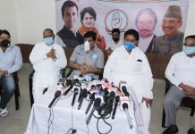 PCC vice president Raman Bhalla flanked by other senior Cong leaders addressing press conference in Jammu. — Excelsior/Rakesh
