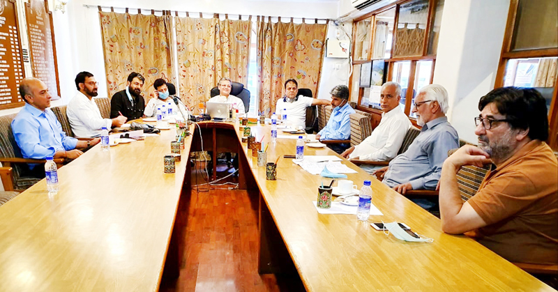 KCCI holding meeting with houseboat owners at Srinagar on Tuesday.