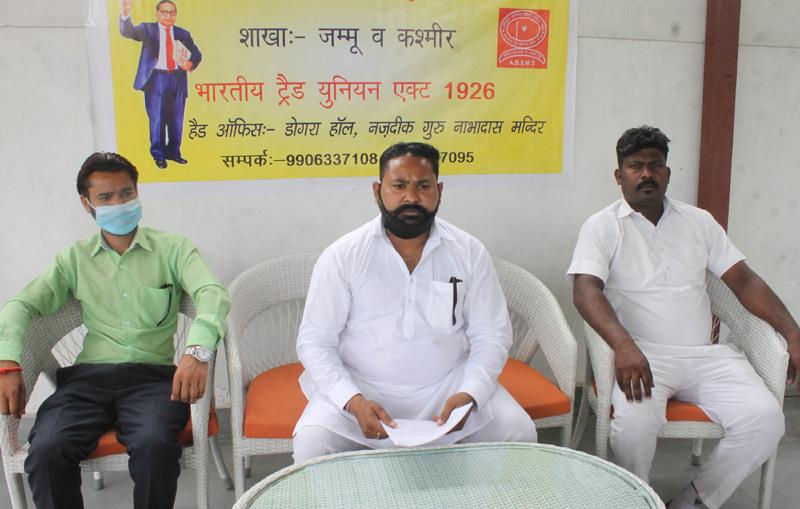Akhil Bhartiya Safai Mazdoor Sangh office bearers addressing a press conference at Jammu on Monday. —Excelsior/Rakesh