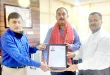BJP J&K General Secretary Vibodh Gupta and Rakesh Mahajan Incharge All Cells BJP J&K UT presenting letter of gratitude to IGP Security Dr SD Singh Jamwal.