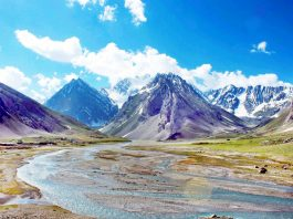 A beautiful view on way to holy cave of Shri Amarnath shrine from Baltal side in Kashmir. (UNI)