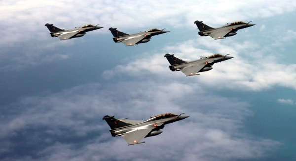 Rafale fighters of the Indian Air Force flying in an Arrow formation escorted by two Sukhoi 30 MKI fighters (not in picture). (UNI)