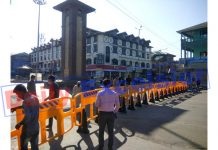 Ghanta Ghar at Lal Chowk sealed by administration to restrict people's movement amid COVID-19 pandemic in Srinagar on Sunday. — Excelsior/Shakeel