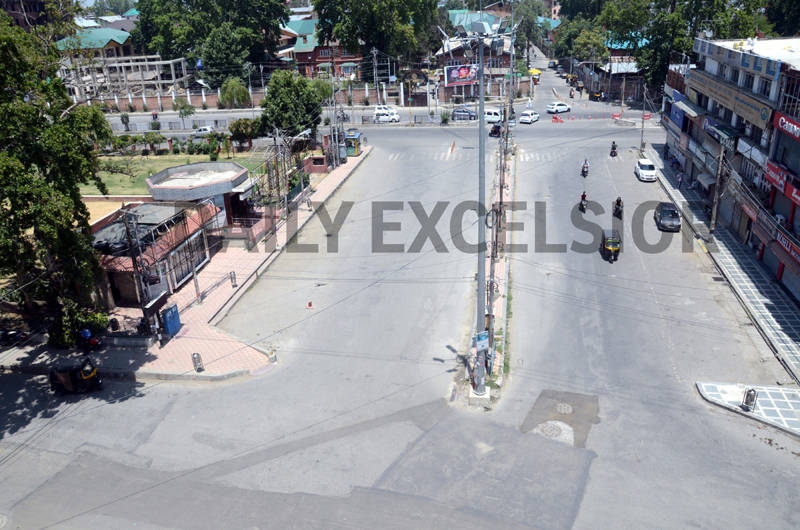 Srinagar wears deserted look on Tuesday. -Excelsior/Shakeel