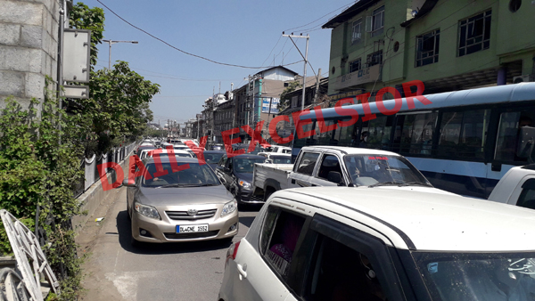 Traffic movement on Srinagar roads despite strict restrictions imposed amid surge in COVID-19 cases on Thursday. —Excelsior/Shakeel