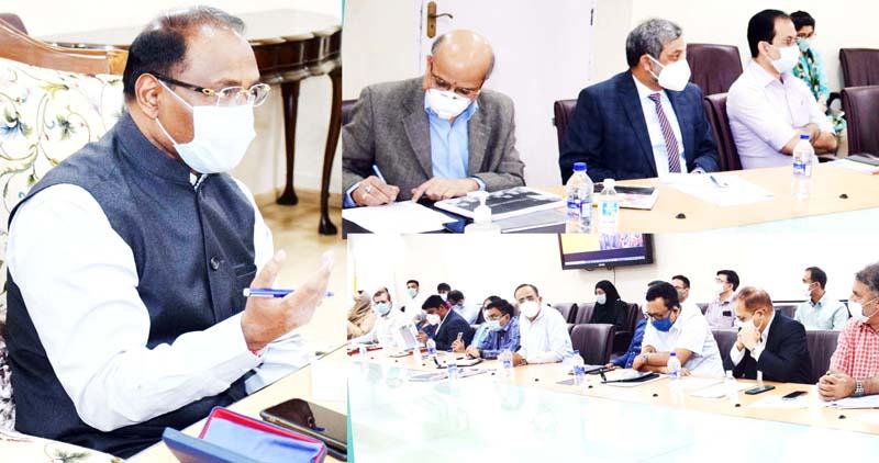 Lieutenant Governor Girish Chandra Murmu chairing meeting of the Administrative Secretaries in Srinagar on Monday.