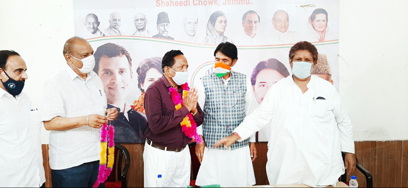 PCC Chief G A Mir and others welcoming PDP leader C L Manyal into cong fold during brief function in Jammu on Tuesday.