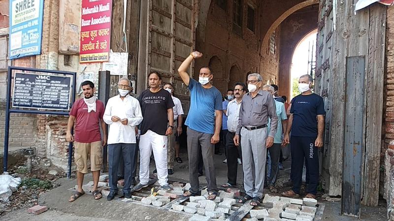 Mubarak Mandi residents staging protest on Sunday.