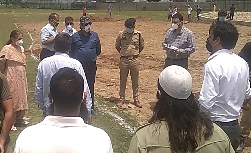 Advisor Baseer Khan interacting with locals at Anantnag on Thursday.