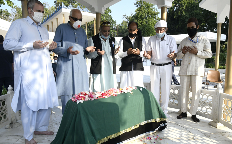 Dr Farooq Abdullah and Omar Abdullah along with other NC leaders paying tributes to Madr-e-Meharban Begum Akbar Jehan Abdullah on her 20th death anniversary at Hazratbal in Srinagar. —Excelsior/Shakeel