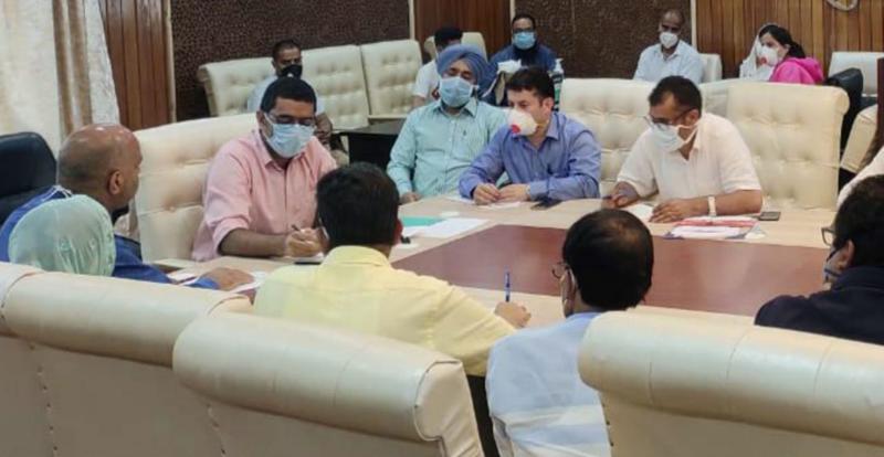 Deputy Commissioner Srinagar Shahid Iqbal Choudhary chairing a meeting on Saturday.