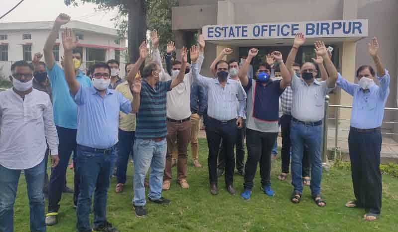Members of Birpur Industries Association raising slogans for uninterrupted power supply to their units.