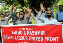 Members of J&K Casual Labourers United Front staging protest in Jammu on Wednesday. —Excelsior/Rakesh