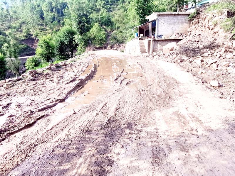 Mendhar-Surankote road in extremely bad condition causing inconvenience to locals.