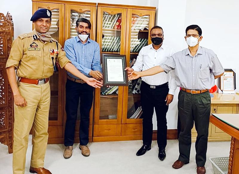 DGP Dilbag Singh felicitating Director Atul Vinod Duggal at Jammu.