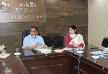 Mayor JMC chairing a meeting with PDD, PHE Chief Engineers and other officers.