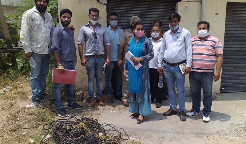 JPDCL team carring out drive against illegal connections in Bhour Camp.