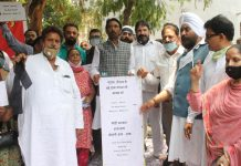 Cong activists led by PCC chief G A Mir and Raman Bhalla staging anti-BJP protest in Jammu on Saturday. —Excelsior/Rakesh
