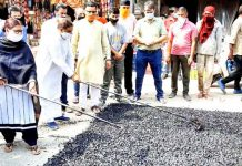 Former Minister, Sat Sharma kick starting blacktopping works of road at Talab Tillo.