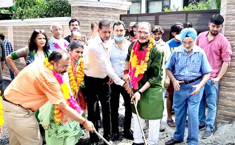 Former Dy CM Kavinder Gupta kick starting blacktopping work of road.
