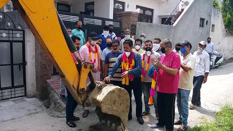 Chairman JMC and senior BJP leader Baldev Singh Billawaria starting construction work of lane and drain.