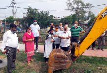 Rajkumar Tarkhan, General Secretary BJP OBC Morcha kick starting development work of parks in Ward Number 51.
