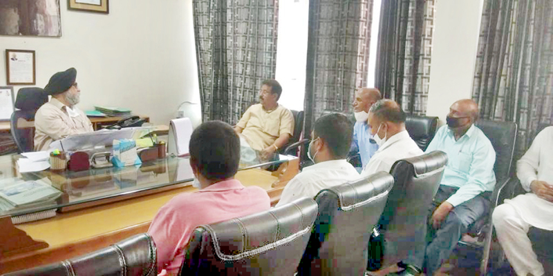 Ch Manmohan and others meeting with Chief Engineer PDD at Jammu.