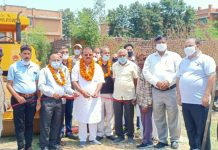 Former Minister and Ex-MLA Chander Parkash Ganga kick starting blacktopping work of road. —Excelsior/Gautam