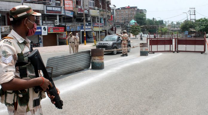 A view of Jammu City road during weekend lockdown on Saturday. — Excelsior/Rakesh