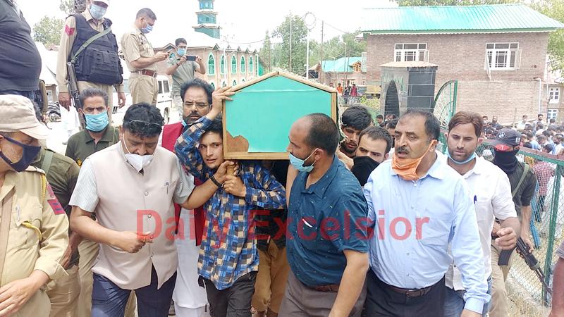 BJP Sarpanch killed by the militants being taken for burial at Vessu Kulgam on Thursday. -Excelsior/Sajad Dar