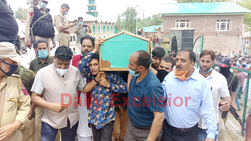 BJP Sarpanch killed by the militants being taken for burial at Vessu, Kulgam on Thursday. -Excelsior/Sajad Dar